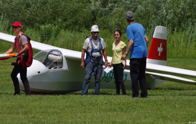 Vintage Glider, Veteran Pilot and Young People
