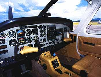 Commander 114B interior