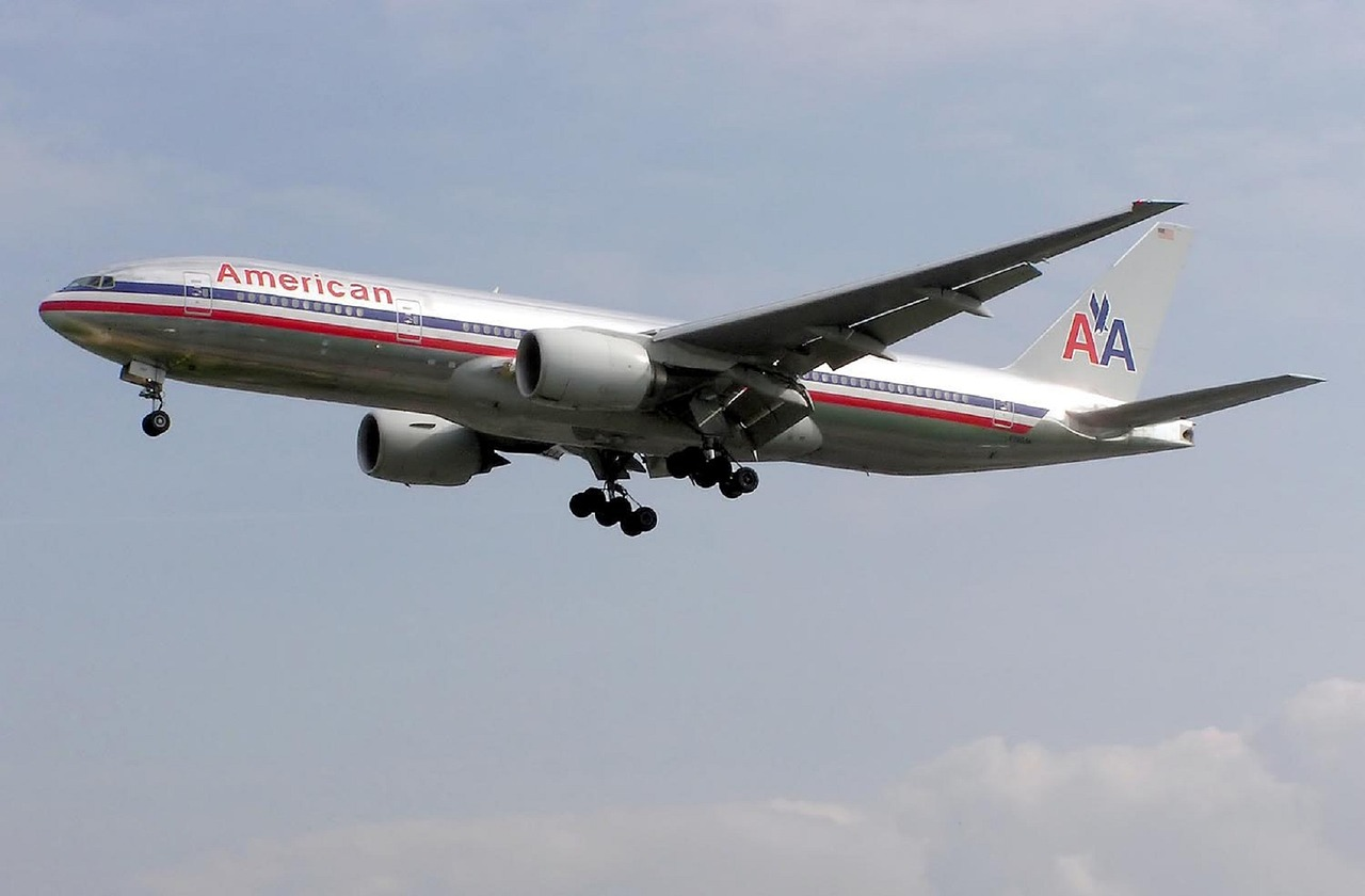 American, Delta to Cut Jobs as COVID-19 Relief Expires